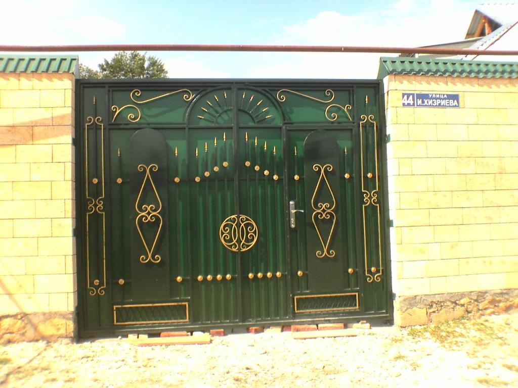 Компания «железный век» предлагает распашные и откатные ворота и. Однако, как видно на любом фото, ворота распашного типа требуют.